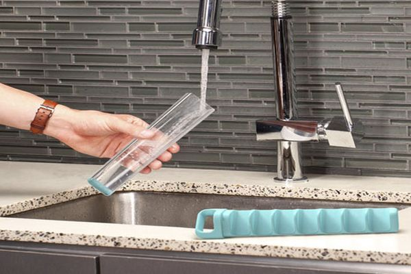 Quirky's Cube Tube for Spill-Free Icemaking_2
