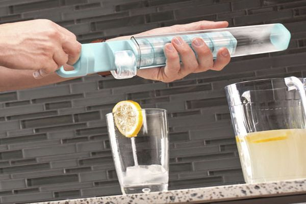 Quirky's Cube Tube for Spill-Free Icemaking_5