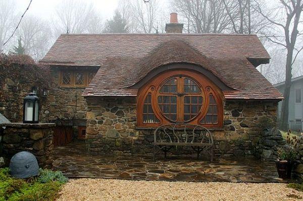 A true, habitable 'Hobbit House'