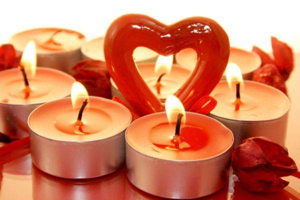 decorate your home with candles on Valentine's Day