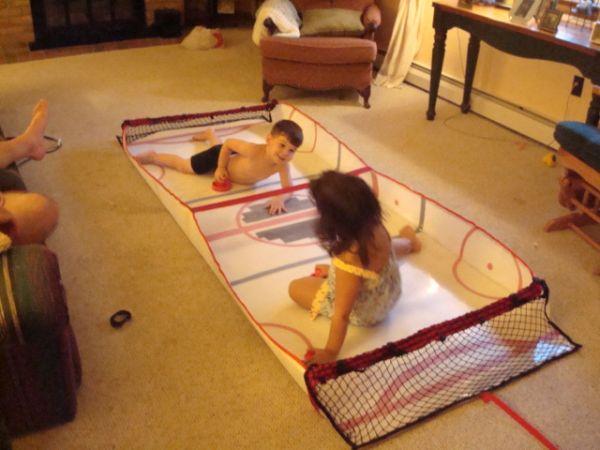 Gliding Hockey - A portable table size hockey game