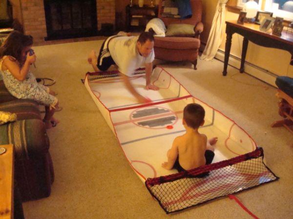 Gliding Hockey - A portable table size hockey game_1