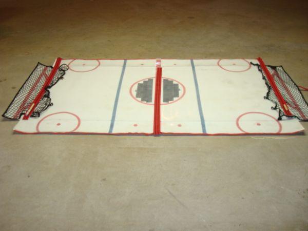 Gliding Hockey - A portable table size hockey game_3