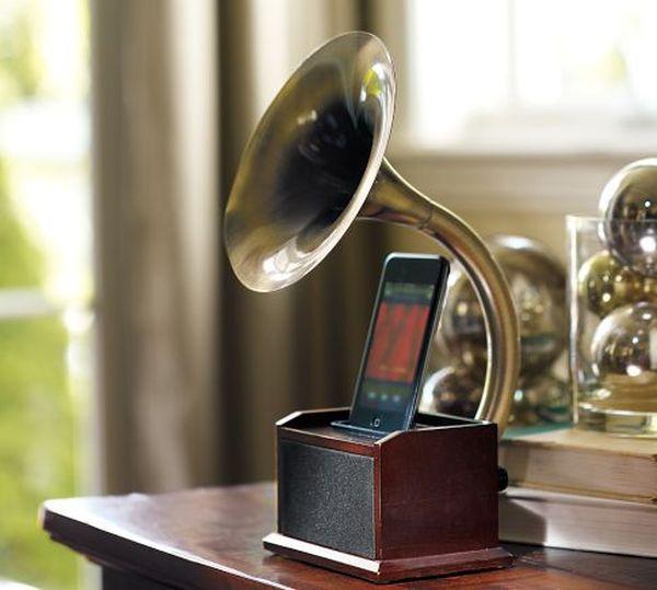 Steampunk Gramophone iPhone dock