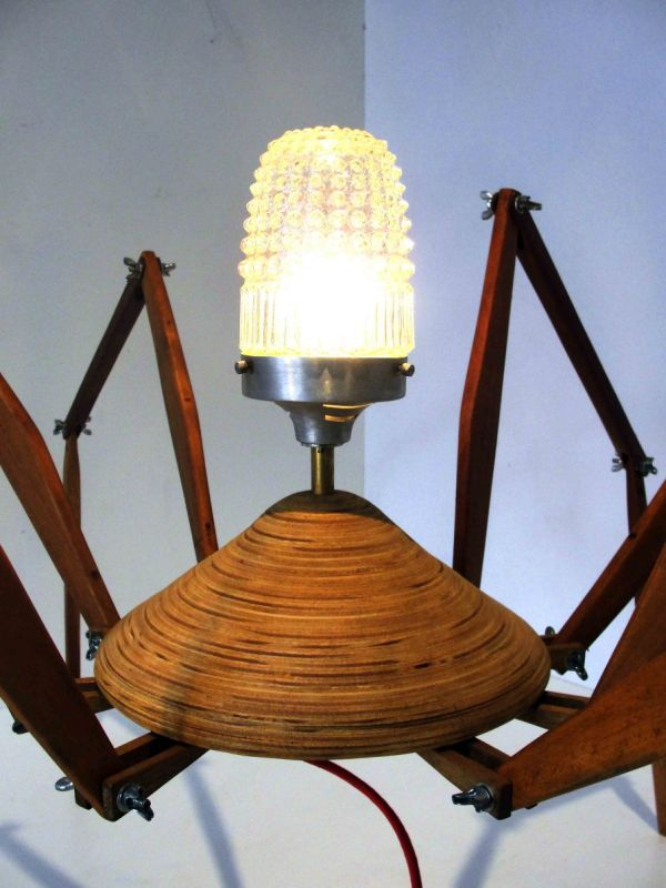 Bruno Freire create the anatomically 'correct' Spider Lamp_2