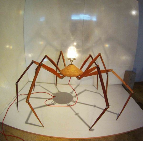 Bruno Freire create the anatomically 'correct' Spider Lamp_4