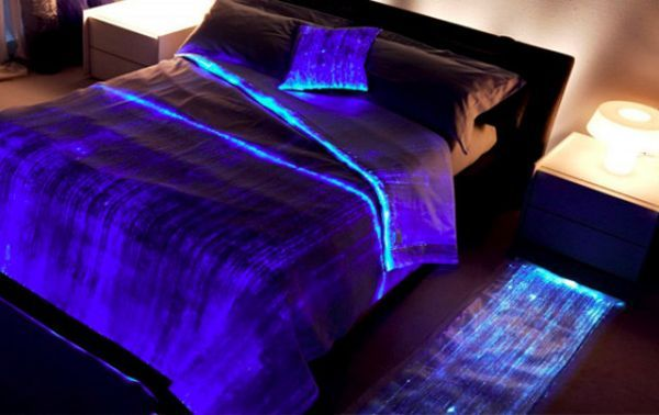 10 hi tech items that improves your bedroom 39 s modern credentials. Black Bedroom Furniture Sets. Home Design Ideas