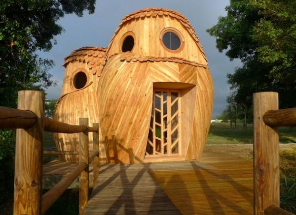Owl shaped timber cabin_1
