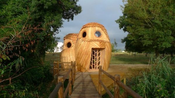 Owl shaped timber cabin_11