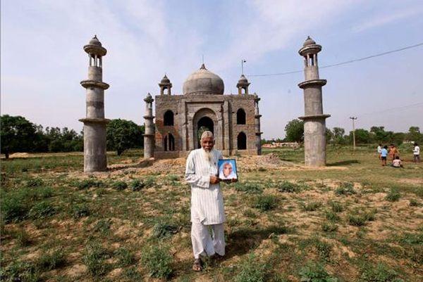 Faizul Hasan Kadari built a Taj Mahal replica in memory of his wife