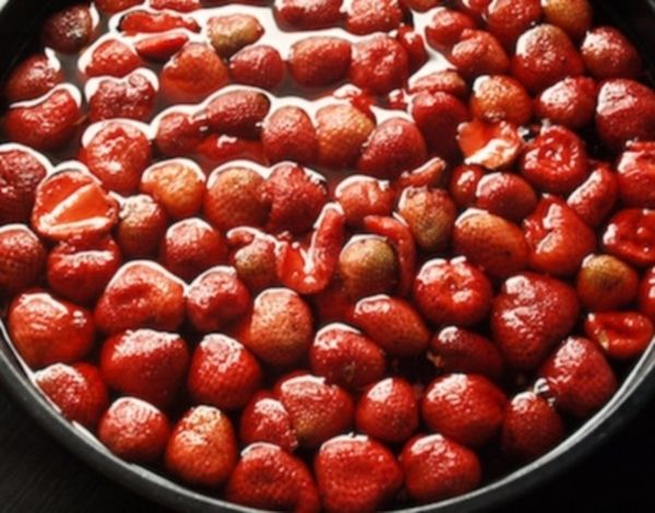 Berries drenched with vinegar solution should last longer