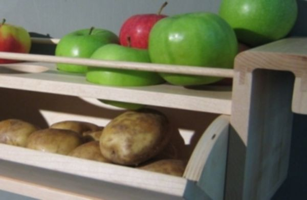 Potatoes stored with apples do not tend to sprout