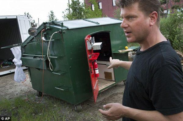 dumpster home by Gregory Kloehn_1