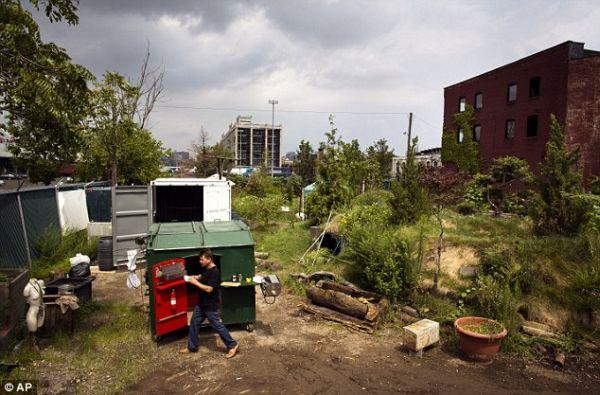 dumpster home by Gregory Kloehn_2
