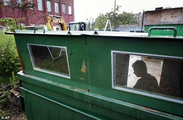dumpster home by Gregory Kloehn_7