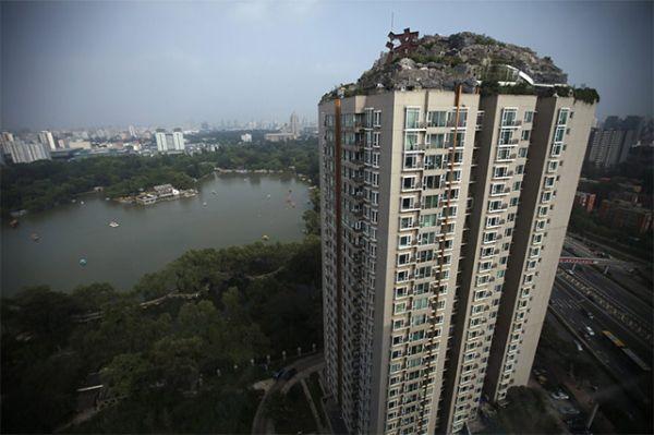 mountain Atop 26-Story Building by Zhang Biqing_2