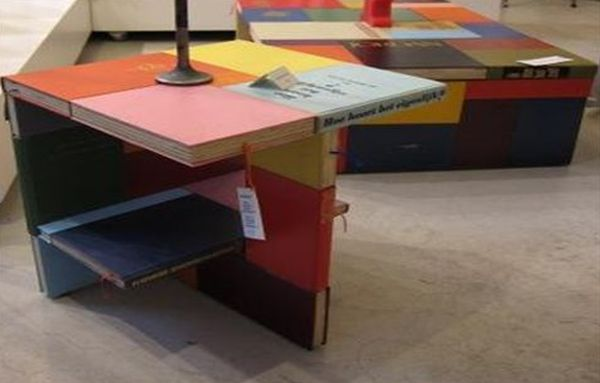 Lamp desk and coffee table made of books by Jacqueline Le Bleu_2