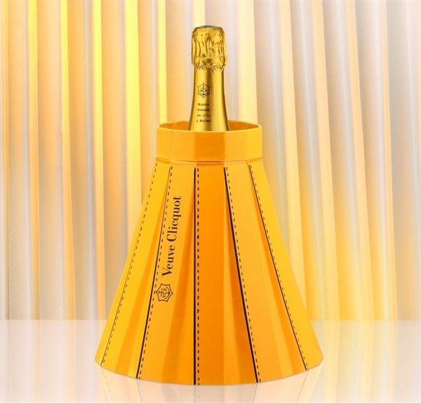 Fashionably Clicquot paper doubles up as a wine bucket_1