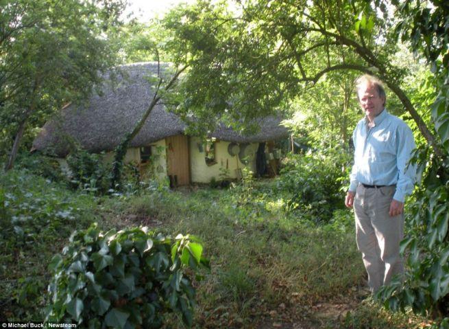 Michael Buck creates cob house for 250_10
