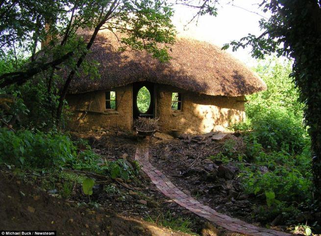 Michael Buck creates cob house for 250_12