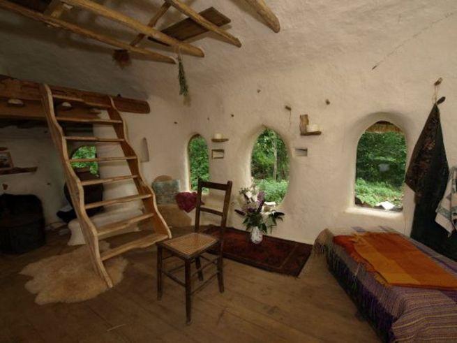 Michael Buck creates cob house for $250_9