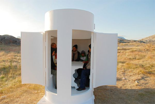 Accommodates around six people