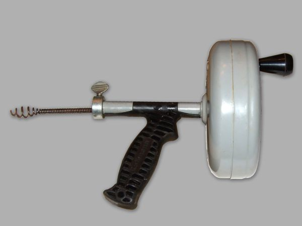 unclog your sink using Drain Auger_1