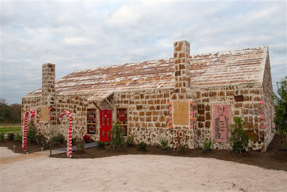 largest gingerbread house