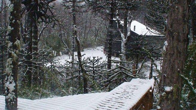 Little winter cabin Corralco, Chile_8