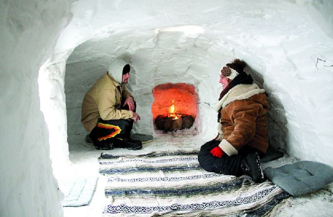 Debra and Wayne Larson build igloo_7
