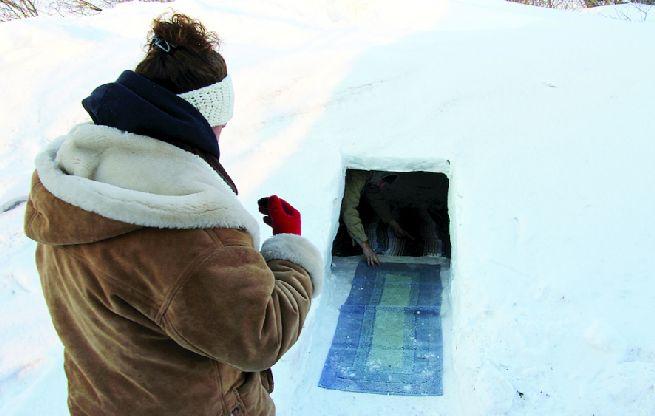 Debra and Wayne Larson build igloo_8
