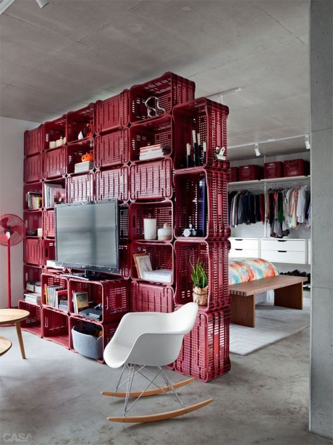 Wall Divider Made of Plastic Crates_1