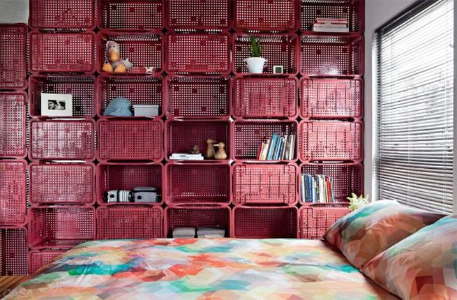 Wall Divider Made of Plastic Crates_4