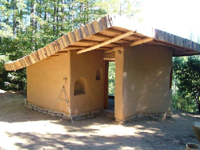 Cob house powered by solar panels_1