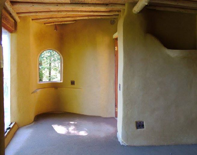 Cob house powered by solar panels_2