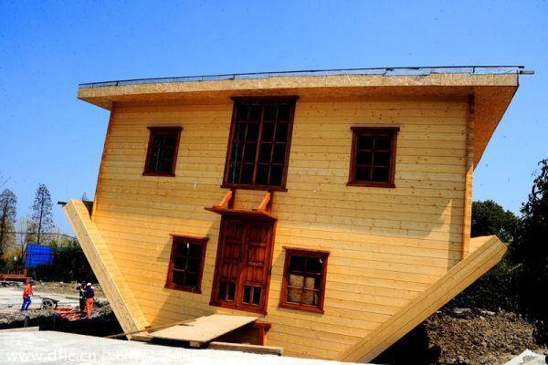 Upside down house by Fengjing in China_3