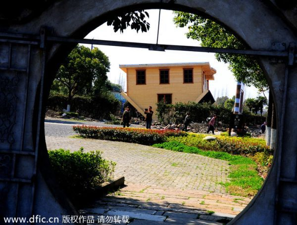 Upside down house by Fengjing in China_4