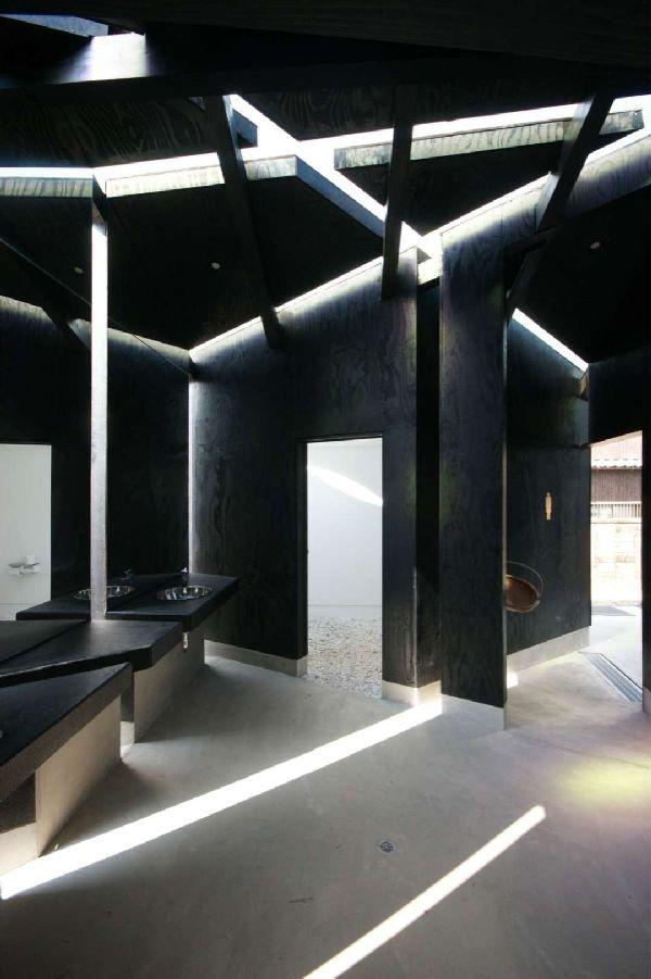 House of Toilet_5