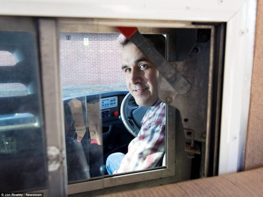 Jail van turned into motorhome_12