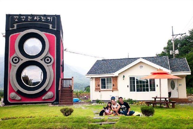 Rolleiflex camera shaped house_11