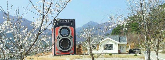 Rolleiflex camera shaped house_12