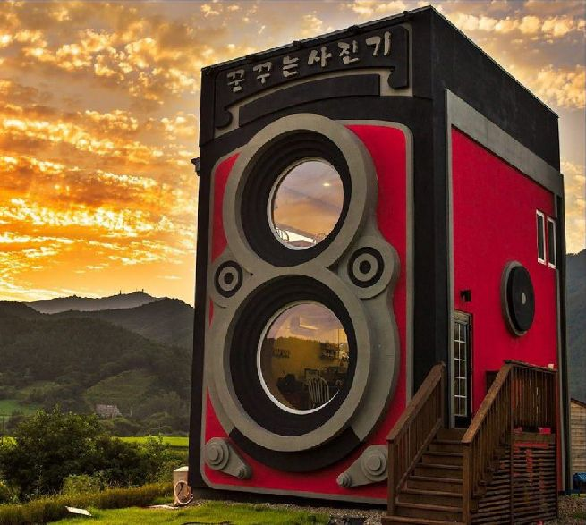 Rolleiflex camera shaped house_13