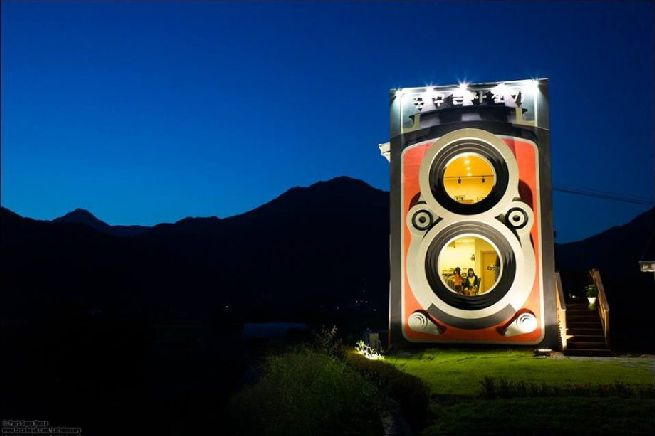 Rolleiflex camera shaped house_6