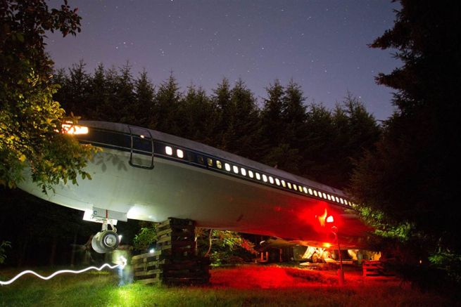 Retired Boeing 727 aircraft recycled to home by Bruce Campbell_11