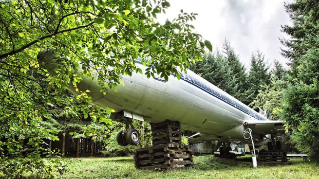 Retired Boeing 727 aircraft recycled to home by Bruce Campbell_13