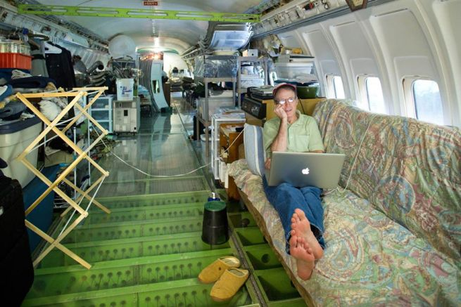 Retired Boeing 727 aircraft recycled to home by Bruce Campbell_3