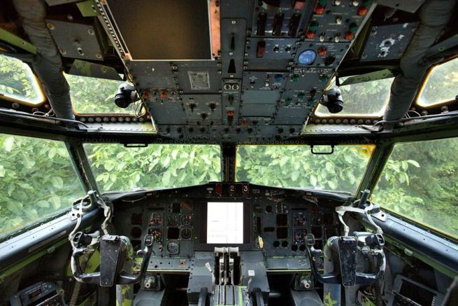 Retired Boeing 727 aircraft recycled to home by Bruce Campbell_5