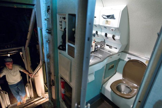Retired Boeing 727 aircraft recycled to home by Bruce Campbell_6