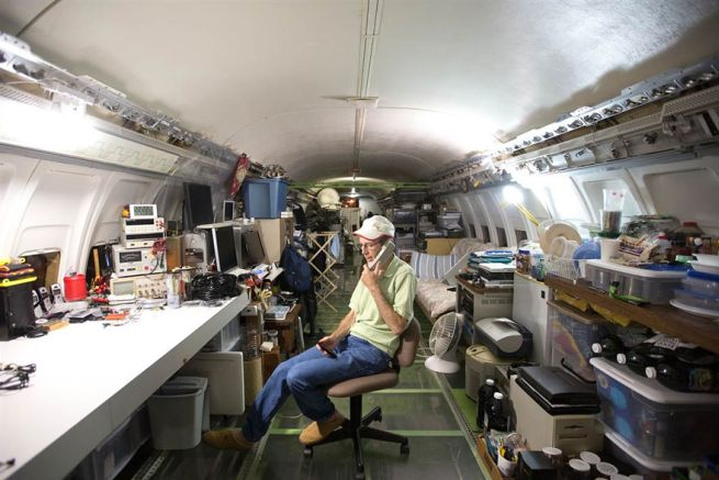 Retired Boeing 727 aircraft recycled to home by Bruce Campbell_8