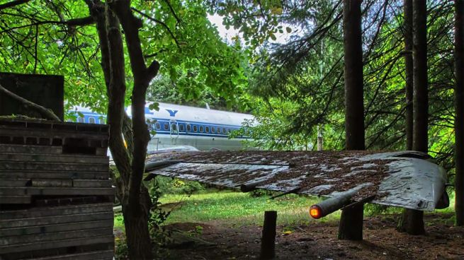 Retired Boeing 727 aircraft recycled to home by Bruce Campbell_9